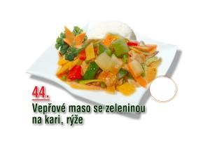Vepřové maso se zeleninou na kari, rýže